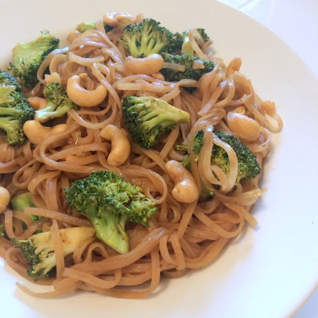 thai peanut bowl with broccoli cashews and brown rice noodles